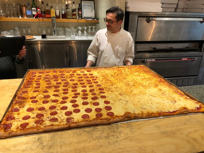 canada's_biggest_pizza (30)